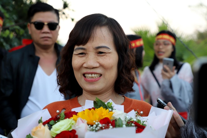 Me Hoang Duc: 'Toi chi mang bo hoa tang con chu khong co gi nhieu' hinh anh