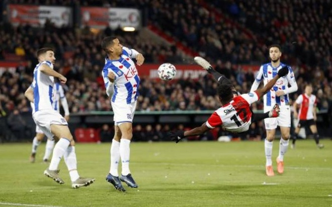 Van Hau du bi trong tran thua cua Heerenveen hinh anh 1 1_1.JPG