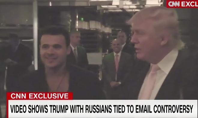 CNN phat video ong Trump than mat voi nguoi dinh liu can thiep bau cu hinh anh 1