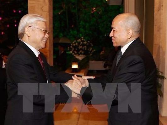 Viet Nam - Campuchia: Quan he gan bo khang khit khong the tach roi hinh anh