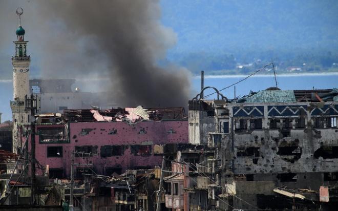 Quan doi Philippines bi phu nu va tre em ban o Marawi hinh anh 1