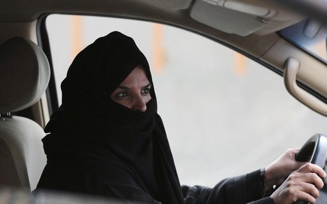 Saudi Arabia ra quyet dinh lich su: Cho phep phu nu lai xe hinh anh 1
