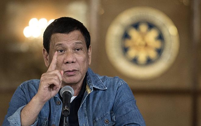 Tong thong Duterte nhai keo cao su de bot dau cot song hinh anh 1