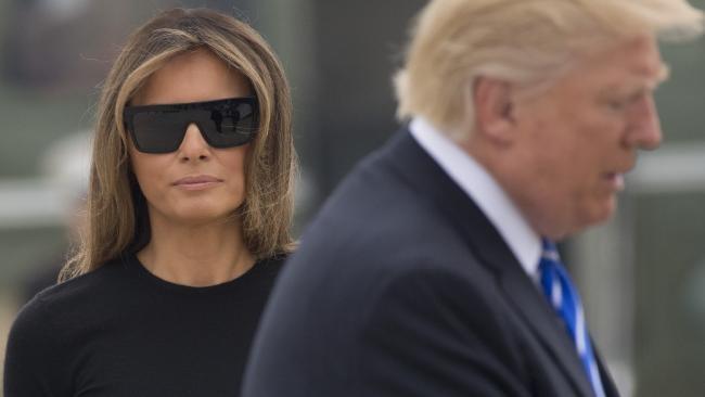 Melania huy di Davos voi Trump sau scandal tinh duc cua chong hinh anh