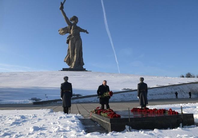 Tong thong Putin du ky niem 75 nam tran Stalingrad huyen thoai hinh anh 1