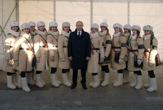 Tong thong Putin du ky niem 75 nam tran Stalingrad huyen thoai hinh anh 5
