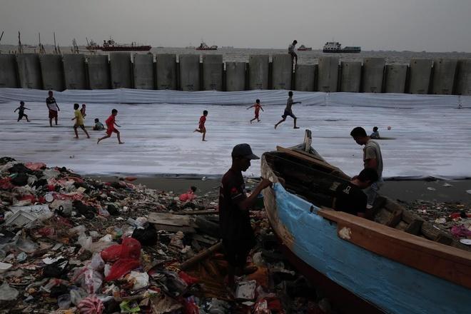 Bien doi khi hau, hang trieu nguoi Indonesia 'chim' cung nhung bo bien hinh anh