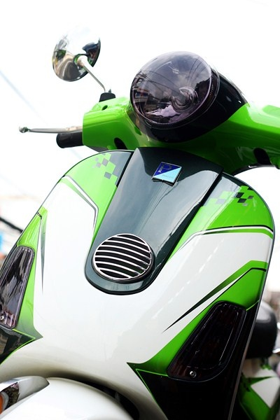 Bo doi Vespa do la mat voi mau xanh xe dua MotoGP hinh anh 3