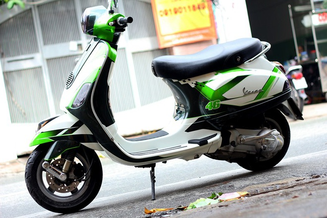 Bo doi Vespa do la mat voi mau xanh xe dua MotoGP hinh anh 1