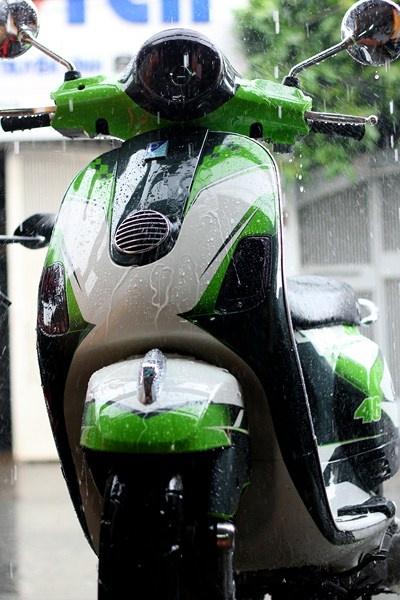 Bo doi Vespa do la mat voi mau xanh xe dua MotoGP hinh anh 2