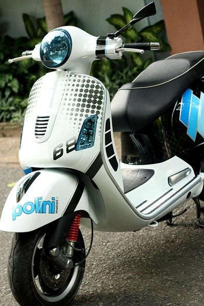 Bo doi Vespa do la mat voi mau xanh xe dua MotoGP hinh anh 4