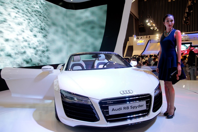 Tang Thanh Ha cam lai sieu xe Audi R8 V10 mui tran hinh anh 1