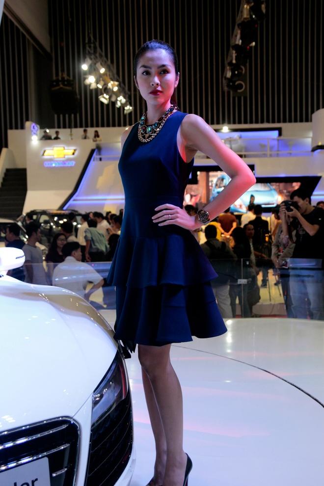 Tang Thanh Ha cam lai sieu xe Audi R8 V10 mui tran hinh anh 3