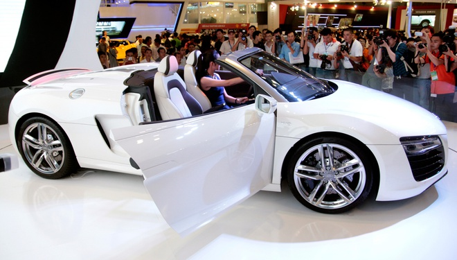 Tang Thanh Ha cam lai sieu xe Audi R8 V10 mui tran hinh anh 4