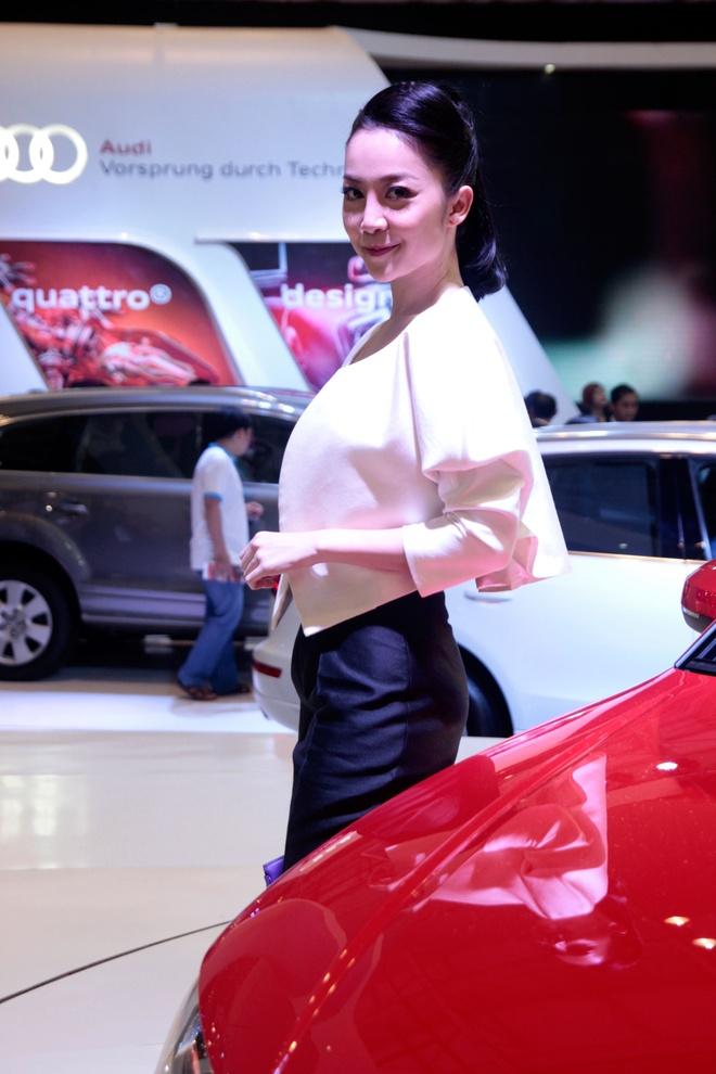 Nghe si mua Linh Nga dieu da ben Audi A3 2014 hinh anh 4