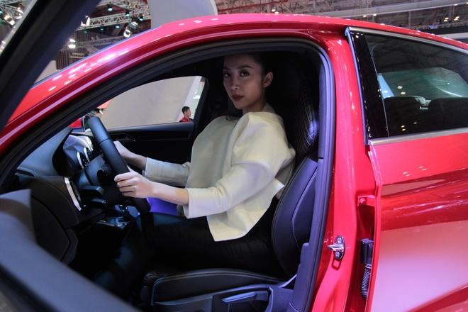 Nghe si mua Linh Nga dieu da ben Audi A3 2014 hinh anh 5