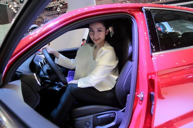 Nghe si mua Linh Nga dieu da ben Audi A3 2014 hinh anh 6