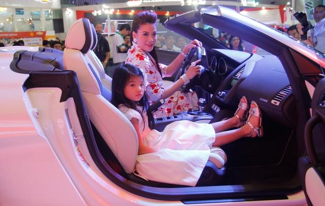 Binh Minh, Truong Ngoc Anh thu tieng po sieu xe Audi R8 hinh anh 8