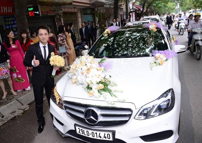Mercedes-Benz E400 hoan toan moi lam xe hoa cua Dang Khoi hinh anh