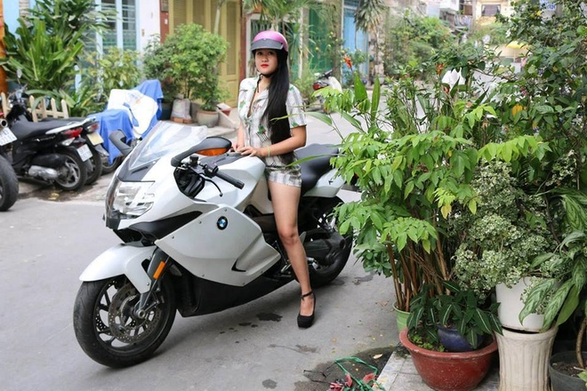Nu biker Sai thanh 9 nam choi xe phan khoi lon hinh anh