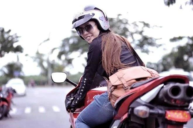 5 nu biker ca tinh voi niem dam me xe phan khoi lon hinh anh