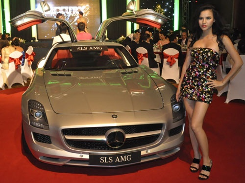 Bo tu sieu xe Mercedes-Benz doc dao o Viet Nam hinh anh 2