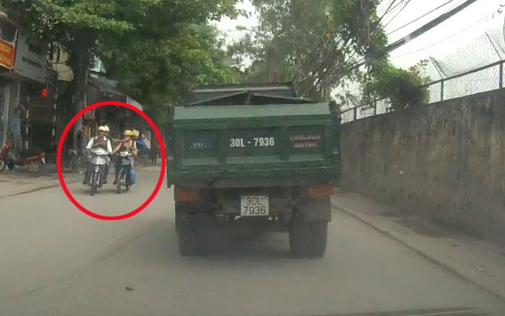 Camera hanh trinh ghi canh cuop day chuyen o Ha Noi hinh anh