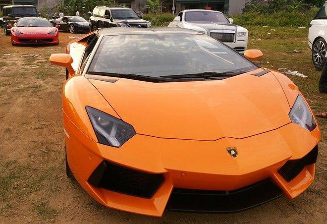 Can canh Lamborghini Aventador mui tran dau tien o Viet Nam hinh anh