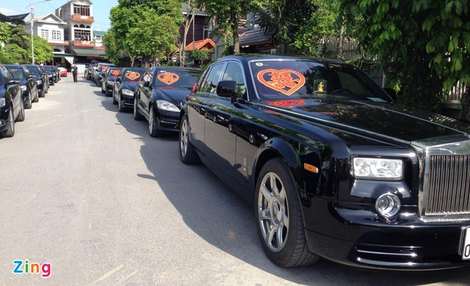 Rolls-Royce, Bentley gop mat trong dam cuoi sieu sang dat Mo hinh anh 2