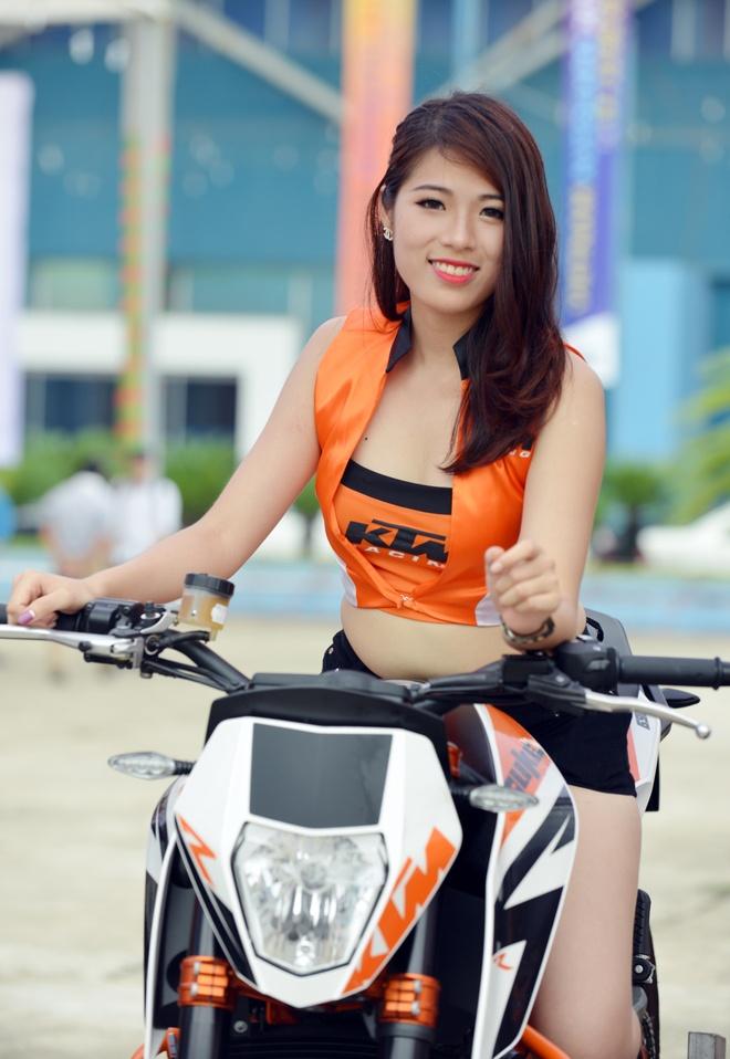 Dan mo to khung KTM do dang ben nguoi dep Viet hinh anh 5
