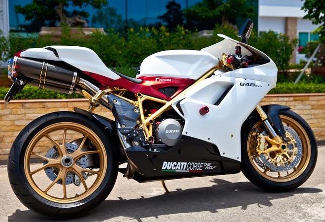 Ducati 848 Evo ma vang 24K o Viet Nam hinh anh