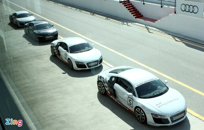 Thu toc do 240 km/h voi Audi R8 V10 o Dubai hinh anh 1 sdads