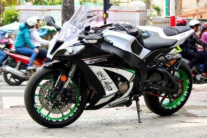 Kawasaki ZX-10R len mam hang hieu cua biker Sai Gon hinh anh