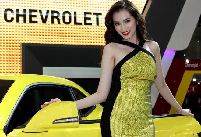 Truc Diem diu dang ben Chevrolet Camaro 2014 hinh anh