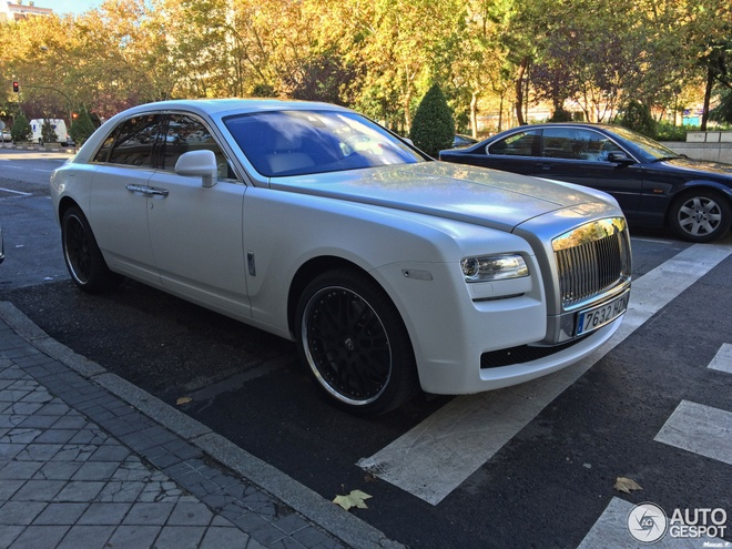 Chi tiet xe sang Rolls-Royce Ghost cua Cristiano Ronaldo hinh anh