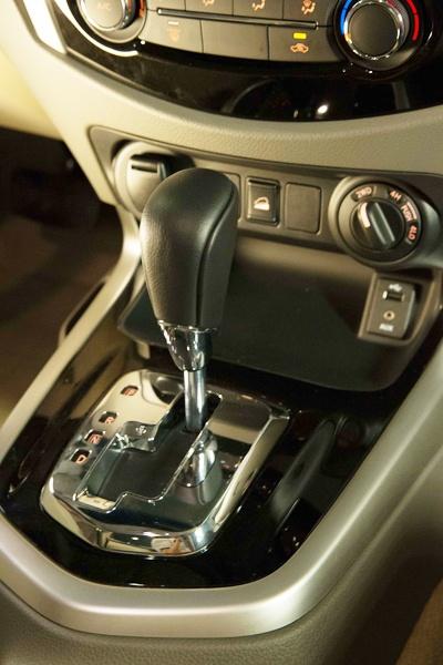 Nissan NP300 Navara 2015 chuan bi ra mat o Viet Nam hinh anh 2