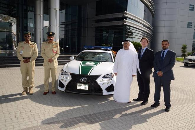 Canh sat Dubai sam them xe hai cua Lexus hinh anh