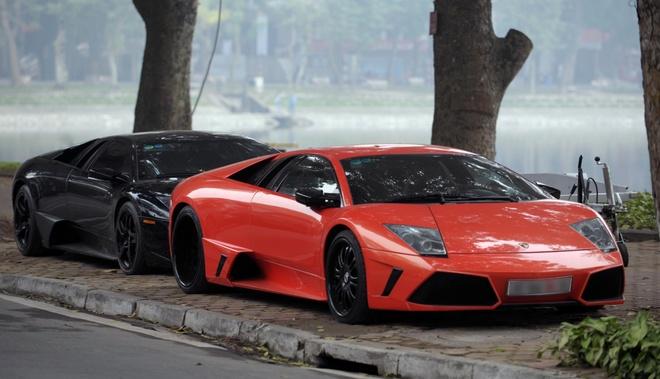Dai gia Ha Noi khoe dan sieu xe Lamborghini giua pho hinh anh