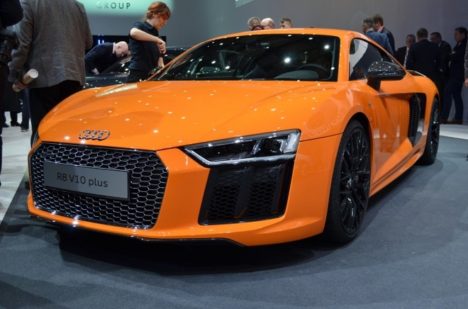 10 mau xe dang chu y tai Geneva Motor Show 2015 hinh anh 9 2. 2017 Audi R8   Audi set a new standard for itself with the first generation R8 and they're out to do it again. Based on the same platform as the Lamborghini Huracan, this puppy will offer 540 or 610 hp depending on the model. Sadly, America won't see it until the 2017 model year.  But when it does arrive, the new R8 will mark a more affordable entry point to the supercar segment than its platform sharing Lamborghini Huracan does.