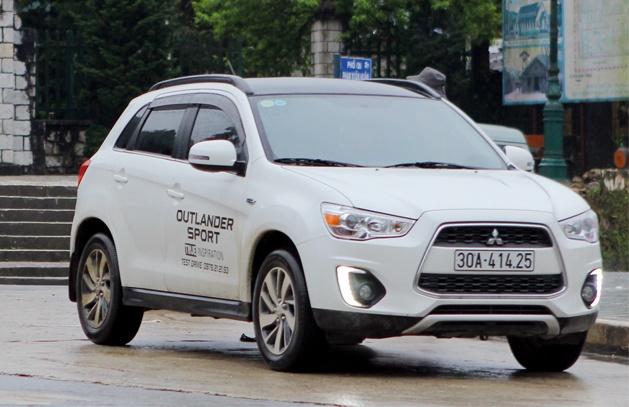 Chay thu Mitsubishi Outlander Sport: Lay van hanh lam uu the hinh anh