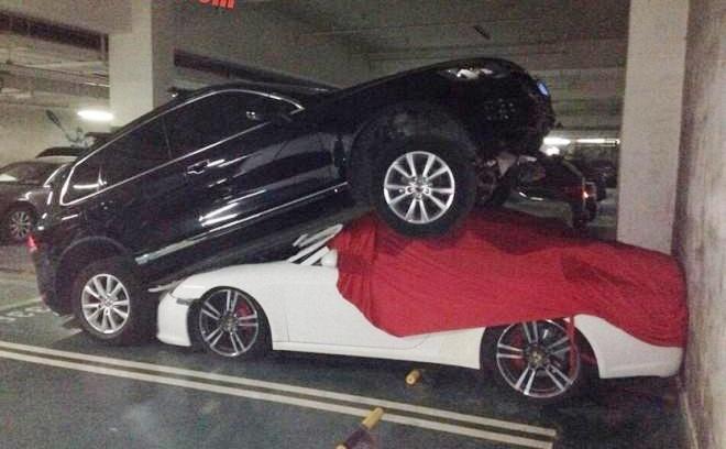 Nham chan ga, Volkswagen Touareg treo len dau Porsche 911 hinh anh