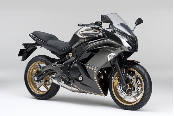 Kawasaki Ninja 400 ABS mau doc co gia hon 6.000 USD hinh anh
