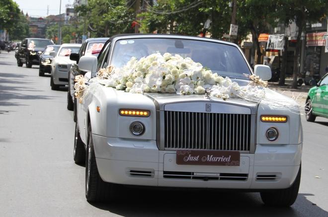 Rolls-Royce sieu sang va moto 3 banh di ruoc dau o Nghe An hinh anh