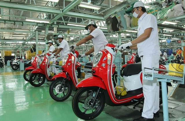 Honda Scoopy - xe tay ga an khach tai Indonesia hinh anh