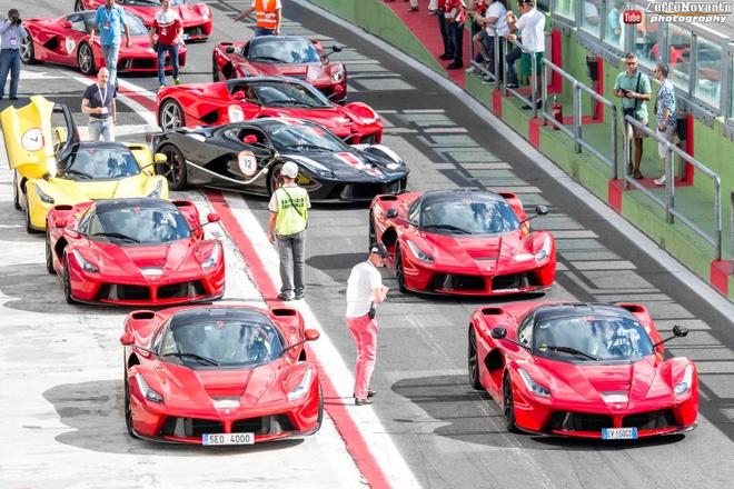 Hon 100 sieu xe Ferrari tu hoi o Rome hinh anh