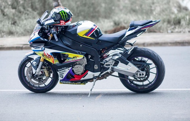BMW S1000RR 2014 son tem voi hoa tiet dom lua hinh anh