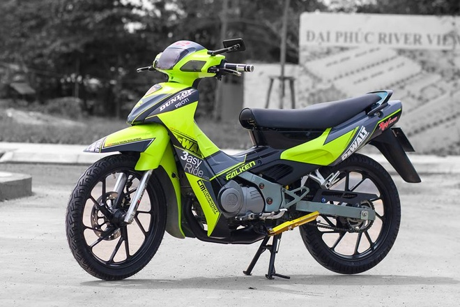 Suzuki RGV 120 voi mau xanh bat mat o Sai Gon hinh anh