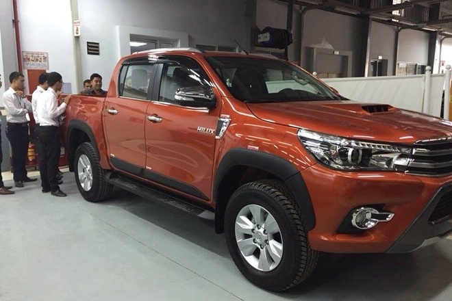 Toyota Hilux 2016 ve dai ly truoc ngay ra mat o Viet Nam hinh anh 1