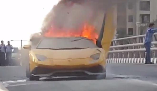Sieu xe Lamborghini 400.000 USD boc chay sau man khac lua hinh anh