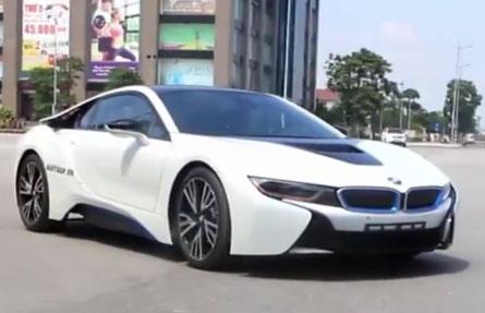 Chay thu sieu xe gia mem BMW i8 o Ha Noi hinh anh